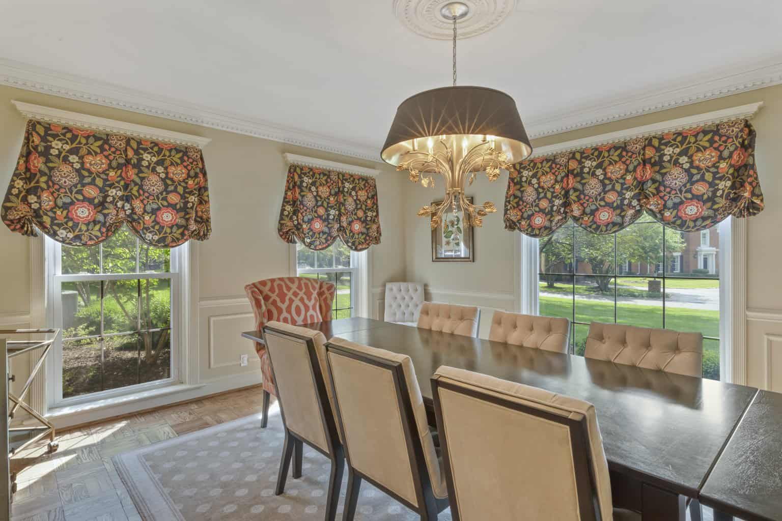 Simple And Classic Dining Room Window Treatments